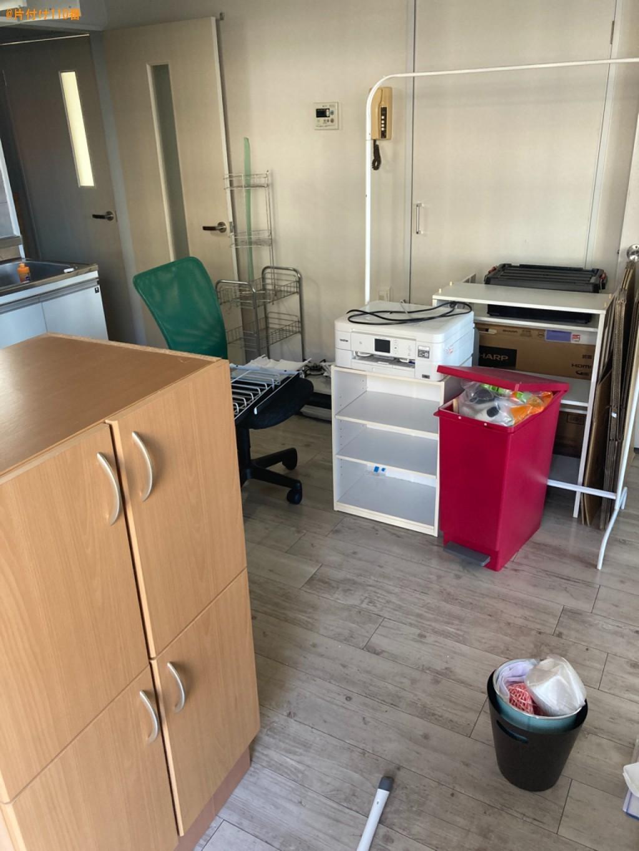 食器棚、カラーボックス、メタルラック、ガスコンロ、椅子等の回収